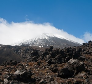 "Park Narodowy Tongariro, czyli filmowy Mordor<br><span class=""cc-link""><a href=""http://www.flickr.com/photos/jasonpratt/5403127712/"" target=""_blank"">Autor:Jason Pratt</a><a href='http://creativecommons.org/licences/by/3.0'>&nbsp;<img class=""cc-icon"" src=""mods/_img/cc_by-small.png""></a></a></span>"