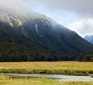 "Park Narodowy Mount Aspiring<br><span class=""cc-link""><a href=""http://www.flickr.com/photos/12597119@N03/6342618676/"" target=""_blank"">Autor:Harald Selke</a><a href='http://creativecommons.org/licences/by-sa/3.0'>&nbsp;<img class=""cc-icon"" src=""mods/_img/cc_by_sa-small.png""></a></a></span>"