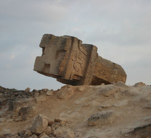 "Park Archeologiczny nieopodal Salalah<br><span class=""cc-link""><a href=""http://en.wikipedia.org/wiki/File:Al-Baleed_(Zafar)12.jpg"" target=""_blank"">Autor:9591353082</a><a href='http://creativecommons.org/licences/by-sa/3.0'> <img class=""cc-icon"" src=""mods/_img/cc_by_sa-small.png""></a></a></span>"