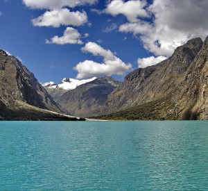 "Cordillera Blanca<br><span class=""cc-link""><a href=""http://www.flickr.com/photos/tehzeta/6675707953/"" target=""_blank"">Autor:tehzeta</a><a href='http://creativecommons.org/licences/by-sa/3.0'>&nbsp;<img class=""cc-icon"" src=""mods/_img/cc_by_sa-small.png""></a></a></span>"