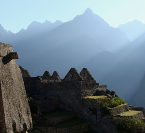"Machu Picchu<br><span class=""cc-link""><a href=""http://www.flickr.com/photos/julia_manzerova/2757991059/"" target=""_blank"">Autor:Julia Manzerova</a><a href='http://creativecommons.org/licences/by-nd/3.0'>&nbsp;<img class=""cc-icon"" src=""mods/_img/cc_by_nd-small.png""></a></a></span>"