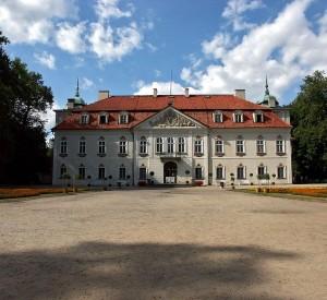 "Pałac w Nieborowie<br><span class=""cc-link""><a href=""http://commons.wikimedia.org/wiki/File:Polska_Nieborów_022.jpg"" target=""_blank"">Autor:Dariusz Cierpiał</a><a href='http://creativecommons.org/licences/by-sa/3.0'>&nbsp;<img class=""cc-icon"" src=""mods/_img/cc_by_sa-small.png""></a></a></span>"