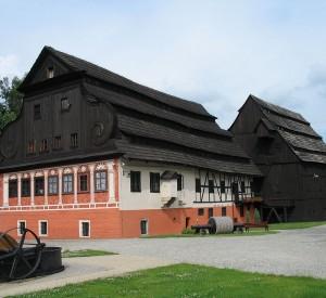 "Muzeum Papiernictwa w Dusznikach-Zdroju<br><span class=""cc-link""><a href=""http://commons.wikimedia.org/wiki/File:Duszniki_Zdrój_papiernia.JPG"" target=""_blank"">Autor:Krzysiek71</a><a href='http://creativecommons.org/licences/by-sa/3.0'><img class=""cc-icon"" src=""mods/_img/cc_by_sa-small.png""></a></a></span>"