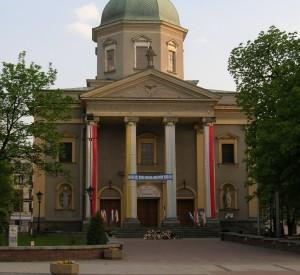 "Kościół garnizonowy w Radomiu<br><span class=""cc-link""><a href=""http://commons.wikimedia.org/wiki/File:Radom_-_Garrison_Church.jpg"" target=""_blank"">Autor:Voytek S</a><a href='http://creativecommons.org/licences/by-sa/3.0'><img class=""cc-icon"" src=""mods/_img/cc_by_sa-small.png""></a></a></span>"