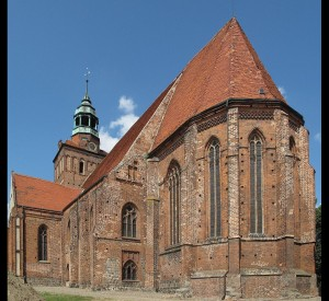 "Gotycki kościół pw. św. Jakuba w Ośnie Lubuskim<br><span class=""cc-link""><a href=""http://commons.wikimedia.org/wiki/File:Church_St._Jacob_Ośno_Lubuskie_1.JPG"" target=""_blank"">Autor:Lienhard Schulz</a><a href='http://creativecommons.org/licences/by-sa/3.0'>&nbsp;<img class=""cc-icon"" src=""mods/_img/cc_by_sa-small.png""></a></a></span>"