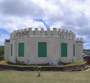 "Fuerte de Vieques<br><span class=""cc-link""><a href=""http://commons.wikimedia.org/wiki/File:Fortin_Conde_de_Mirasol_Vieques_Puerto_Rico.jpg"" target=""_blank"">Autor:Jaro Nemcok</a><a href='http://creativecommons.org/licences/by-sa/3.0'> <img class=""cc-icon"" src=""mods/_img/cc_by_sa-small.png""></a></a></span>"