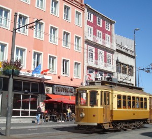 "Tramwaj w porcie w Porto<br><span class=""cc-link""><a href=""http://www.flickr.com/photos/trams-lisbonne/4544718155/"" target=""_blank"">Autor:trams aux fils</a><a href='http://creativecommons.org/licences/by/3.0'> <img class=""cc-icon"" src=""mods/_img/cc_by-small.png""></a></a></span>"