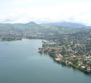 "Freetown<br><span class=""cc-link""><a href=""http://www.flickr.com/photos/thathondboy/1288909830/"" target=""_blank"">Autor:David Hond</a><a href='http://creativecommons.org/licences/by/3.0'>&nbsp;<img class=""cc-icon"" src=""mods/_img/cc_by-small.png""></a></a></span>"