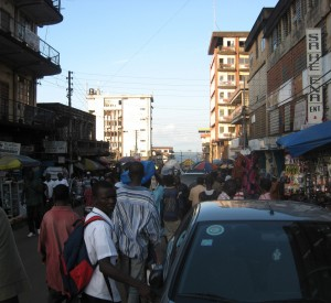 "Freetown<br><span class=""cc-link""><a href=""http://www.flickr.com/photos/dvoorhees/5198520522/"" target=""_blank"">Autor:Dorothy Voorhees</a><a href='http://creativecommons.org/licences/by-sa/3.0'> <img class=""cc-icon"" src=""mods/_img/cc_by_sa-small.png""></a></a></span>"