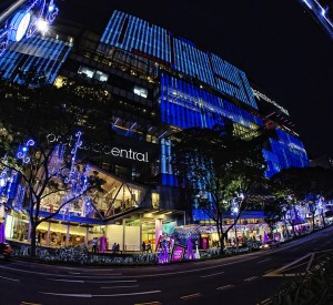 "Orchard Road<br><span class=""cc-link""><a href=""http://www.flickr.com/photos/soeperbaby/6542452963/"" target=""_blank"">Autor:Soeperbaby</a><a href='http://creativecommons.org/licences/by/3.0'>&nbsp;<img class=""cc-icon"" src=""mods/_img/cc_by-small.png""></a></a></span>"