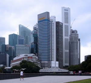 "Ścisłe centrum Singapuru<br><span class=""cc-link""><a href=""http://www.flickr.com/photos/digitaljourney/5548938771/"" target=""_blank"">Autor:alantankenghoe</a><a href='http://creativecommons.org/licences/by/3.0'><img class=""cc-icon"" src=""mods/_img/cc_by-small.png""></a></a></span>"