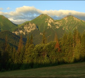 "Tatry<br><span class=""cc-link""><a href=""http://www.flickr.com/photos/ufoncz/3848960128/"" target=""_blank"">Autor:Ufoncz</a><a href='http://creativecommons.org/licences/by/3.0'> <img class=""cc-icon"" src=""mods/_img/cc_by-small.png""></a></a></span>"