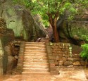 "<span class='dscr'>Sigiriya</span><br><span class=""cc-link""><a href=""http://www.flickr.com/photos/mckaysavage/1633327300/"" target=""_blank"">Autor:McKay Savage</a><a href='http://creativecommons.org/licences/by/3.0'>&nbsp;<img class=""cc-icon"" src=""mods/_img/cc_by-small.png""></a></a></span>"