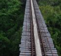 <span class='dscr'>Jedna z nielicznych linii kolejowych na Karaibach, służąca dawniej do przewozu trzciny cukrowej</span>&lt;br&gt;&lt;span class=&quot;cc-link&quot;&gt;&lt;a href=&quot;http://www.flickr.com/photos/jthetzel/3356838199/&quot; target=&quot;_blank&quot;&gt;Autor:Jeremy T. Hetzel&lt;/a&gt;&lt;a href=&#039;http://creativecommons.org/licences/by/3.0&#039;&gt;&amp;nbsp;&lt;img class=&quot;cc-icon&quot; src=&quot;mods/_img/cc_by-small.png&quot;&gt;&lt;/a&gt;&lt;/a&gt;&lt;/span&gt;