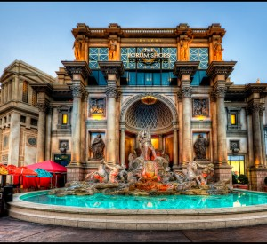 "Las Vegas<br><span class=""cc-link""><a href=""http://www.flickr.com/photos/pedrosz/5532331848/"" target=""_blank"">Autor:Pedro Szekely</a><a href='http://creativecommons.org/licences/by-sa/3.0'> <img class=""cc-icon"" src=""mods/_img/cc_by_sa-small.png""></a></a></span>"