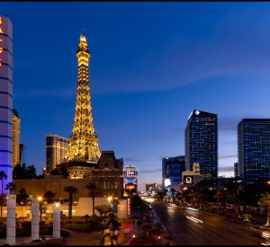 "Las Vegas<br><span class=""cc-link""><a href=""http://www.flickr.com/photos/pedrosz/5455610052/"" target=""_blank"">Autor:Pedro Szekely</a><a href='http://creativecommons.org/licences/by-sa/3.0'> <img class=""cc-icon"" src=""mods/_img/cc_by_sa-small.png""></a></a></span>"