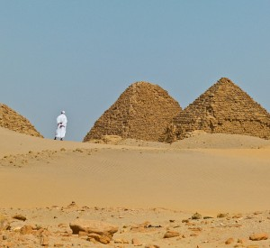 "Piramidy w Nuri koło Napaty<br><span class=""cc-link""><a href=""http://commons.wikimedia.org/wiki/File:Sudan_Nuri_Pyramids_2012a.jpg"" target=""_blank"">Autor:Fischerfotos</a><a href='http://creativecommons.org/licences/by-sa/3.0'>&nbsp;<img class=""cc-icon"" src=""mods/_img/cc_by_sa-small.png""></a></a></span>"