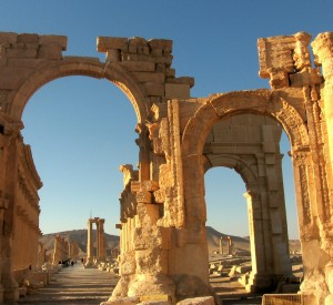 "Palmyra<br><span class=""cc-link""><a href=""http://www.flickr.com/photos/aiace/2178260150/"" target=""_blank"">Autor:Franco Pecchio</a><a href='http://creativecommons.org/licences/by/3.0'> <img class=""cc-icon"" src=""mods/_img/cc_by-small.png""></a></a></span>"