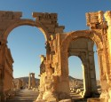 "<span class='dscr'>Palmyra</span><br><span class=""cc-link""><a href=""http://www.flickr.com/photos/aiace/2178260150/"" target=""_blank"">Autor:Franco Pecchio</a><a href='http://creativecommons.org/licences/by/3.0'>&nbsp;<img class=""cc-icon"" src=""mods/_img/cc_by-small.png""></a></a></span>"