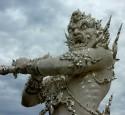 <span class='dscr'>Wat Rong Khun, Biała Świątynia</span>&lt;br&gt;&lt;span class=&quot;cc-link&quot;&gt;&lt;a href=&quot;http://www.flickr.com/photos/anandajoti/7634344512/&quot; target=&quot;_blank&quot;&gt;Autor:Ananadajoti Bhikkhu&lt;/a&gt;&lt;a href=&#039;http://creativecommons.org/licences/by-sa/3.0&#039;&gt;&amp;nbsp;&lt;img class=&quot;cc-icon&quot; src=&quot;mods/_img/cc_by_sa-small.png&quot;&gt;&lt;/a&gt;&lt;/a&gt;&lt;/span&gt;