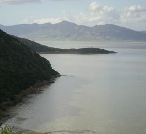 """Jezioro Aszkal w Parku Narodowym Aszkal<br><span class=""""cc-link"""">Autor: tab59</span>"""