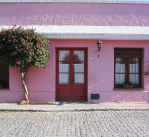 "Colonia del Sacramento<br><span class=""cc-link""><a href=""http://www.flickr.com/photos/philliecasablanca/2052803722/"" target=""_blank"">Autor:Phil Whitehouse</a><a href='http://creativecommons.org/licences/by/3.0'>&nbsp;<img class=""cc-icon"" src=""mods/_img/cc_by-small.png""></a></a></span>"