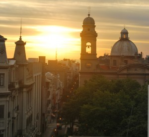 "Montevideo<br><span class=""cc-link""><a href=""http://www.flickr.com/photos/ana_raquel/6063504912/"" target=""_blank"">Autor:Ana Raquel S. Hernandes</a><a href='http://creativecommons.org/licences/by-sa/3.0'> <img class=""cc-icon"" src=""mods/_img/cc_by_sa-small.png""></a></a></span>"