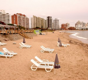 "Punta del Este<br><span class=""cc-link""><a href=""http://www.flickr.com/photos/jorysz/2186231204/"" target=""_blank"">Autor:Ernesto Jorysz</a><a href='http://creativecommons.org/licences/by/3.0'> <img class=""cc-icon"" src=""mods/_img/cc_by-small.png""></a></a></span>"