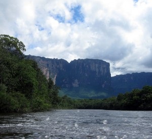 "Park Narodowy Canaima<br><span class=""cc-link""><a href=""http://www.flickr.com/photos/erikkristensen/5224930703/"" target=""_blank"">Autor:Erik Cleves Kristensen</a><a href='http://creativecommons.org/licences/by/3.0'>&nbsp;<img class=""cc-icon"" src=""mods/_img/cc_by-small.png""></a></a></span>"