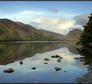 "Lake District<br><span class=""cc-link""><a href=""http://www.flickr.com/photos/pss/523651817/"" target=""_blank"">Autor:Paul Stevenson</a><a href='http://creativecommons.org/licences/by/3.0'> <img class=""cc-icon"" src=""mods/_img/cc_by-small.png""></a></a></span>"