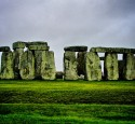 """<span class='dscr'>Stonehenge</span><br><span class=""""cc-link""""><a href=""""http://www.flickr.com/photos/jb912/7190313554/"""" target=""""_blank"""">Autor:Jeffrey</a><a href='http://creativecommons.org/licences/by-nd/3.0'>&nbsp;<img class=""""cc-icon"""" src=""""mods/_img/cc_by_nd-small.png""""></a></a></span>"""