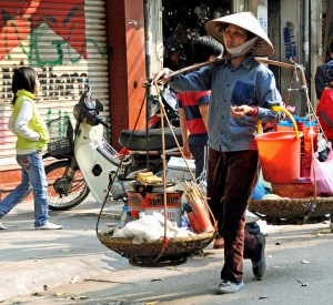 "Hanoi<br><span class=""cc-link""><a href=""http://www.flickr.com/photos/archer10/3517912771/in/photostream/"" target=""_blank"">Autor:Dennis Jarvis</a><a href='http://creativecommons.org/licences/by-sa/3.0'>&nbsp;<img class=""cc-icon"" src=""mods/_img/cc_by_sa-small.png""></a></a></span>"