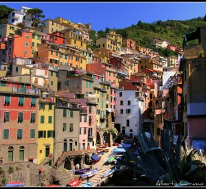"Riomaggiore<br><span class=""cc-link""><a href=""http://www.flickr.com/photos/albertocarrasco/3835968287/"" target=""_blank"">Autor:Alberto Carrasco Casado</a><a href='http://creativecommons.org/licences/by/3.0'> <img class=""cc-icon"" src=""mods/_img/cc_by-small.png""></a></a></span>"