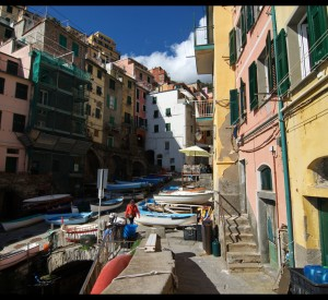 "Riomaggiore<br><span class=""cc-link""><a href=""http://www.flickr.com/photos/29038518@N04/6986353368/"" target=""_blank"">Autor:Roger Colly</a><a href='http://creativecommons.org/licences/by-nd/3.0'> <img class=""cc-icon"" src=""mods/_img/cc_by_nd-small.png""></a></a></span>"